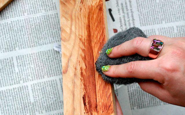 Wosk w puszce, zabezpieczanie, woskowanie drewna za pomocą waty stalowej