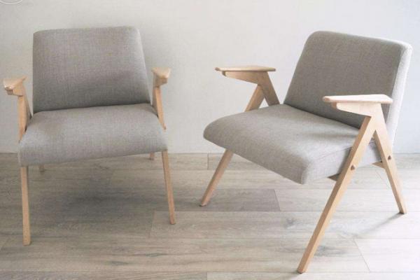 Fotele PRL-owskie, popularny model zaprojektowany przez Józefa Chierowskiego. Foto by Julia Pawlikowska