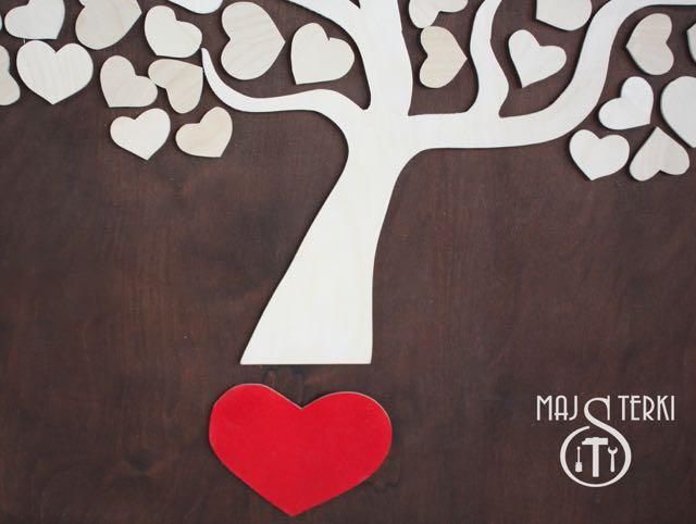 Drzewko szczęścia, czyli pomysł na prezent na ślub lub wesele. Tutaj wpiszą się goście z życzeniami. Lista gości zrobiona ze sklejki.
