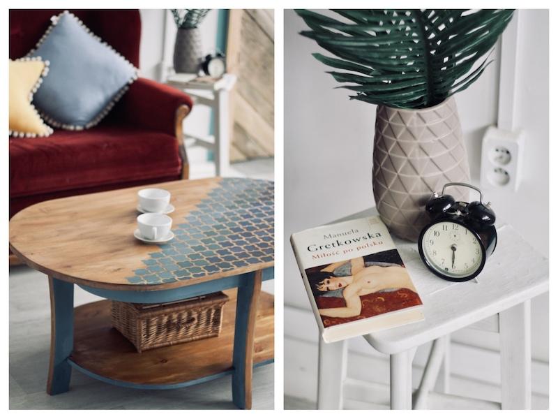 Stolik kawowy po renowacji, szlifowaniu, bejcowaniu i malowaniu z użyciem szablonu. Niebieski ombre w marokański wzór. Książka, zegar, wazon, aranżacja wnętrza.