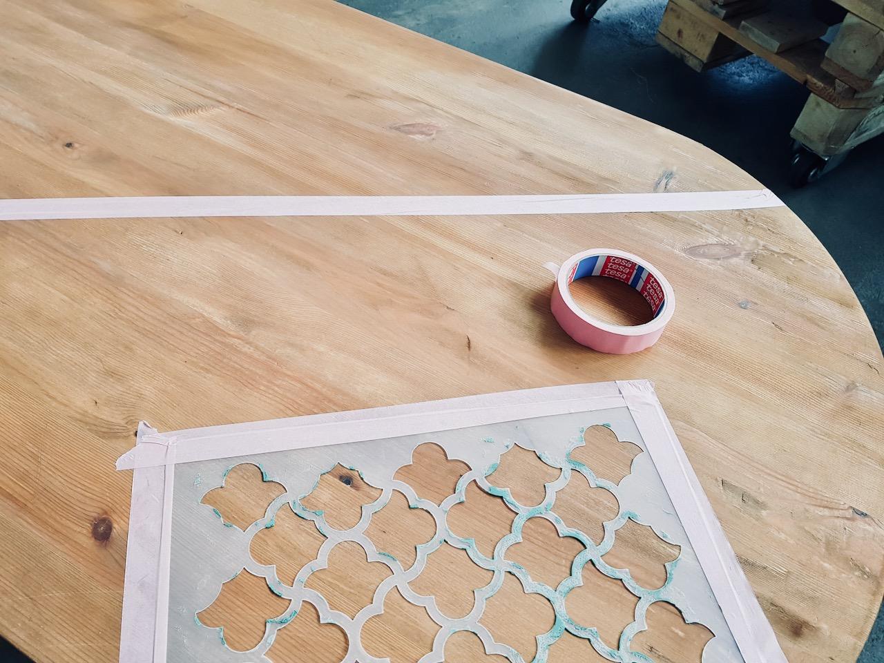 Przygotowanie blatu do malowania szablonu