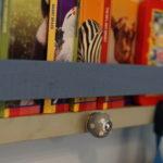 Półka na książki do pokoju dziecięcego.