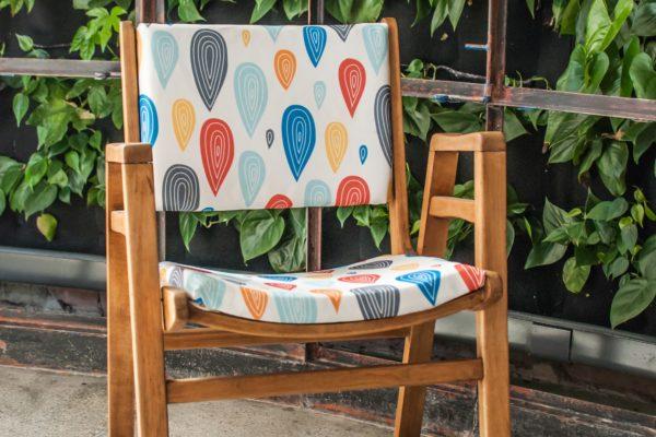 Odrestaurowany fotel z PRL, z nową tapicerką